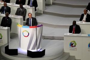 La doctrine africaine du Président Hollande : démocratie et développement… hollande-a-kinshasa-300x200