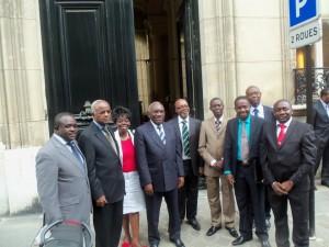 Voeux 2013 du Mouvement Civique du Gabon: la France n'entravera plus les processus démocratiques en Afrique et donc au Gabon. mengue-a-lelysee1-300x225