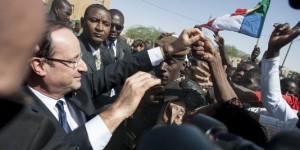 Au Mali, la France affirme des principes démocratiques valables pour le Gabon ! hollande-a-tombouctou-300x150