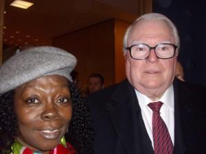 Le M.C.G rend dommage à Pierre Mauroy, ancien Premier ministre, qui a soutenu les démocrates gabonais. mengue-pierre-mauroy-300x225